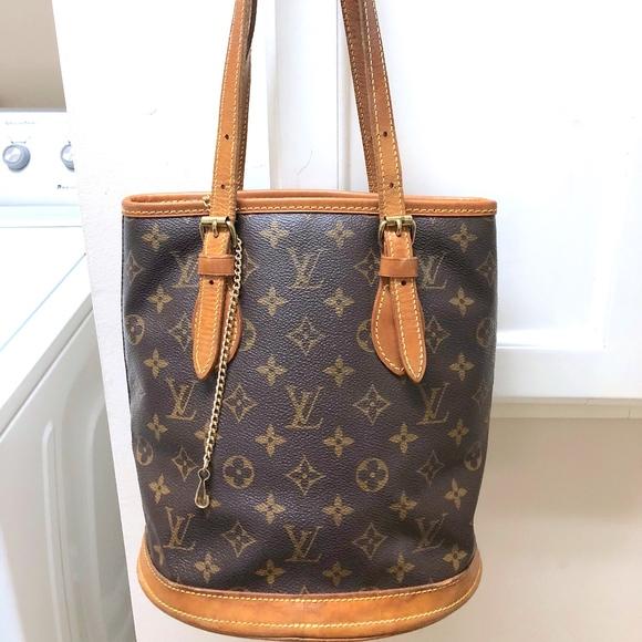24d70007b79d Louis Vuitton Handbags - LOUIS VUITTON MONOGRAM WOMEN BUCKET PM